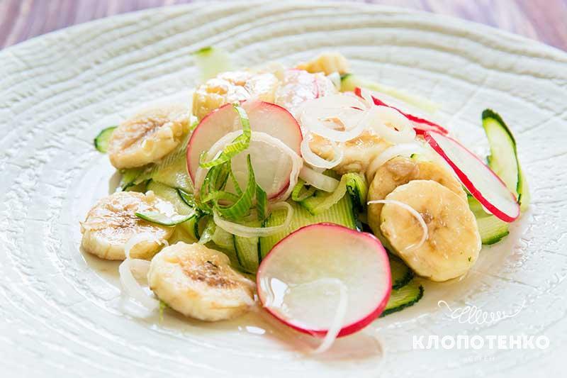 салат с редисом и бананом