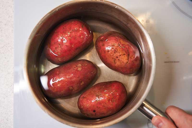 Немного приварите картошку