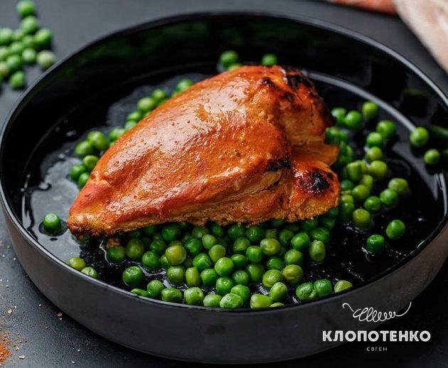 Курица по-индийски с йогуртом и зеленым горошком