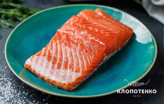 Як засолити червону рибу