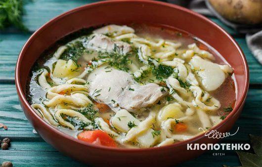 Легко и вкусно: куриный суп с домашней лапшой