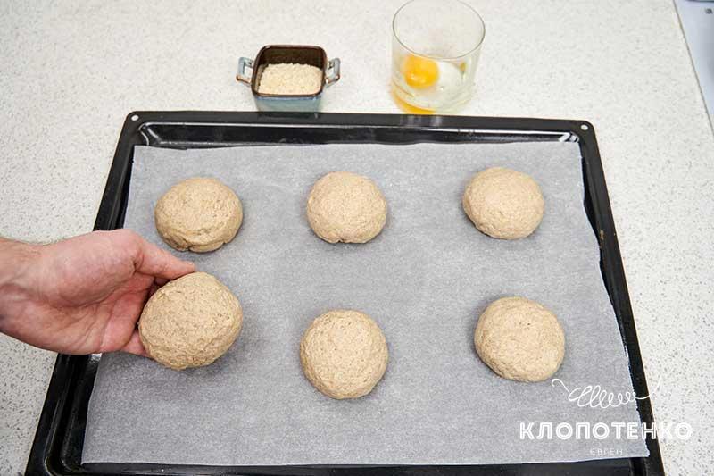 Разделите тесто на 6 частей