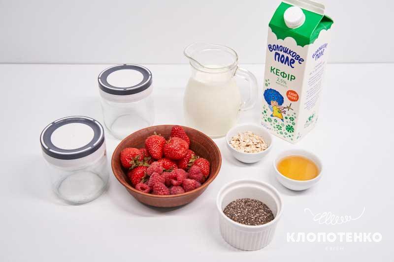 Подготовьте все ингредиенты для приготовления чиа-пудинга