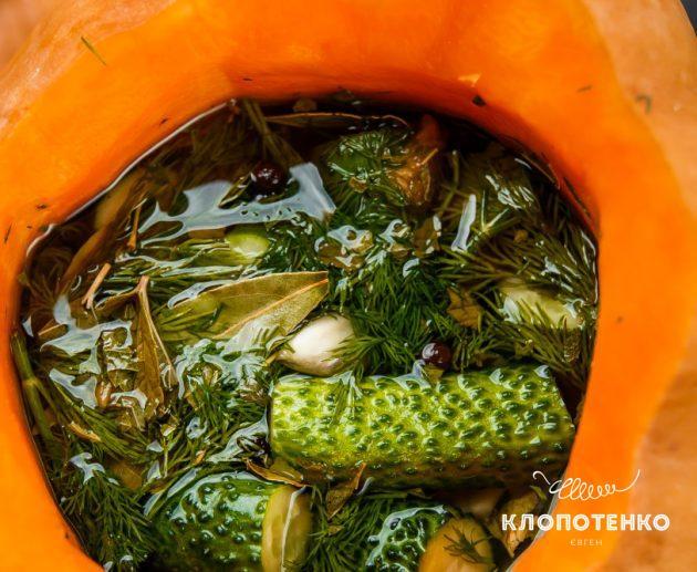 малосольні огірки в гарбузі