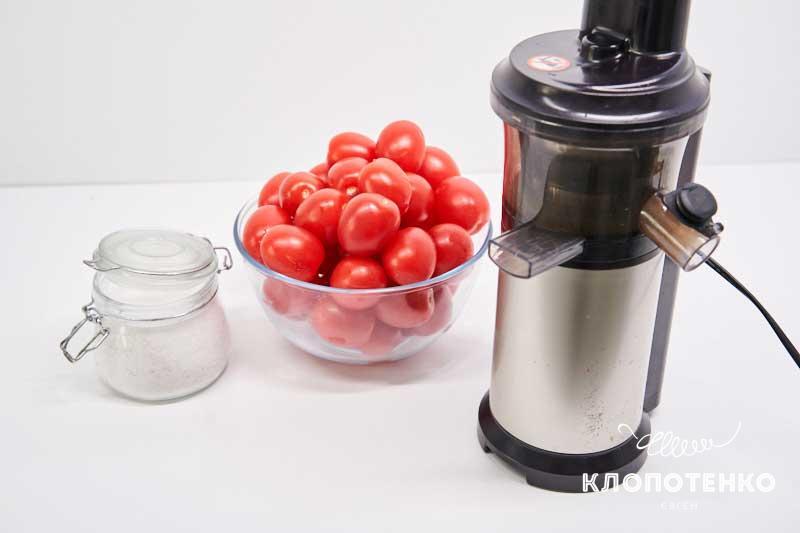 Подготовьте ингредиенты для приготовления томатов пелати