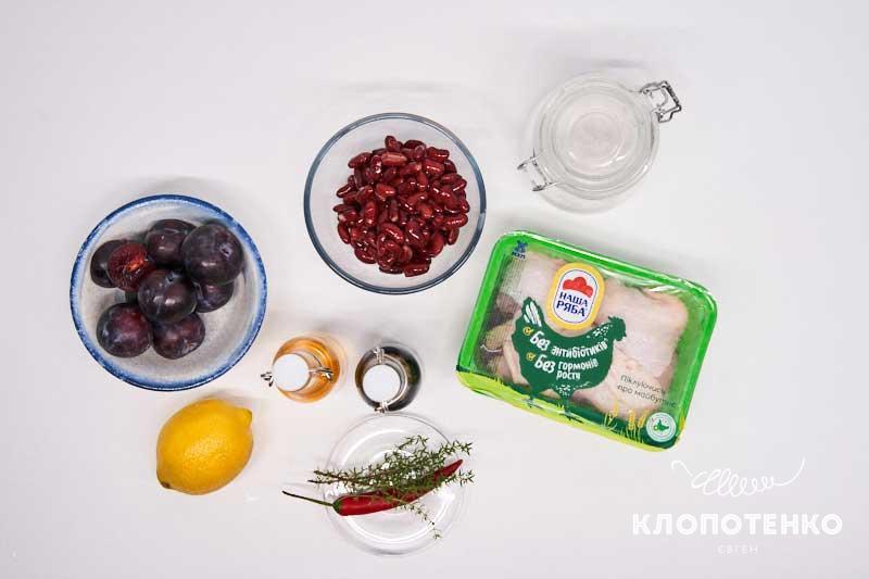 Подготовьте ингредиенты для приготовления запеченных куриных бедер