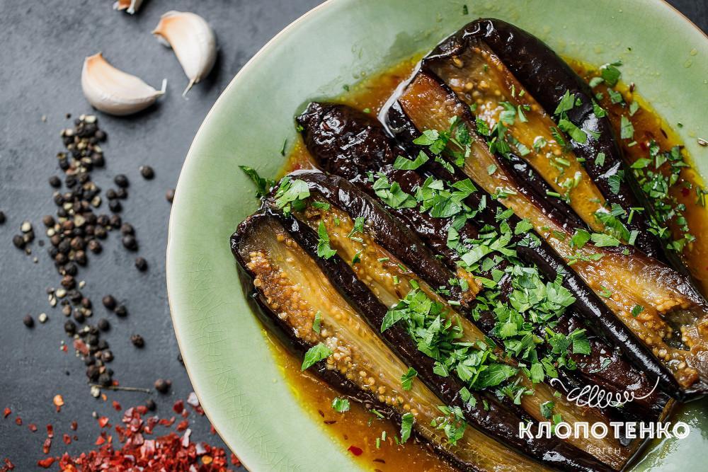 запечені баклажани з гострим соусом