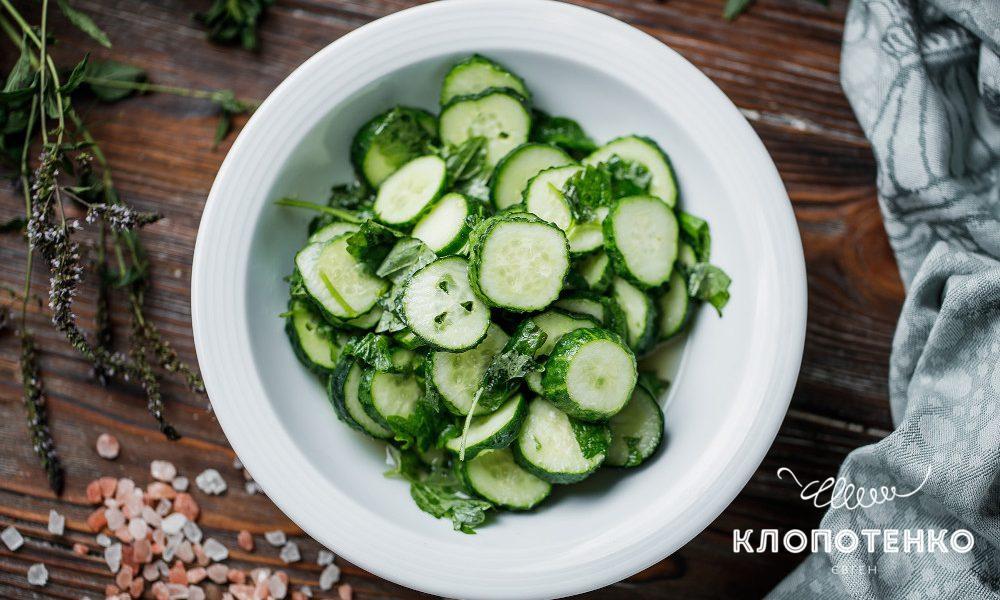 Салат з огірків з м`ятою