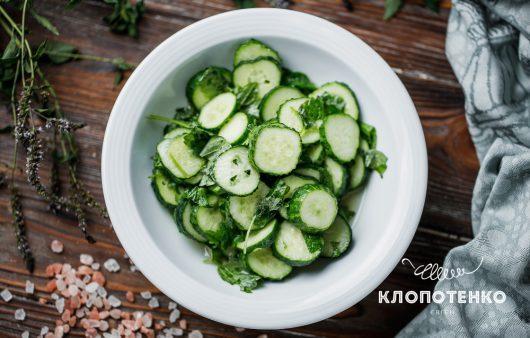 По-літньому свіжий: салат із огірків і м'яти
