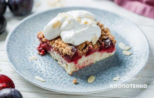 Нежная основа и хрустящая корочка: рецепт идеального пирога из слив