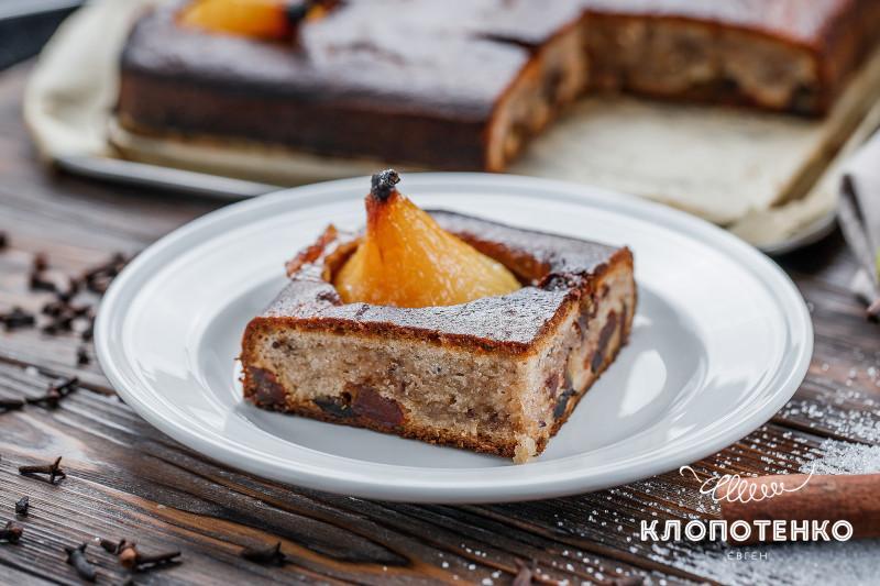 грушевый пирог с финиками
