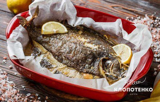 Только лимон, соль и масло: простой рецепт запеченной камбалы