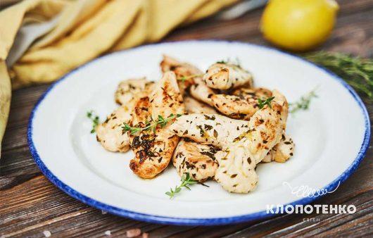 Аромат лимона і свіжість чебрецю: простий рецепт курячого філе