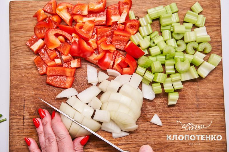 гамбо с креветками и колбасой