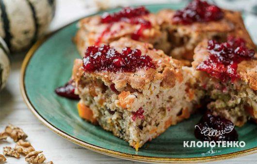Идеальный рецепт для осени: пирог с тыквой, яблоками и клюквой