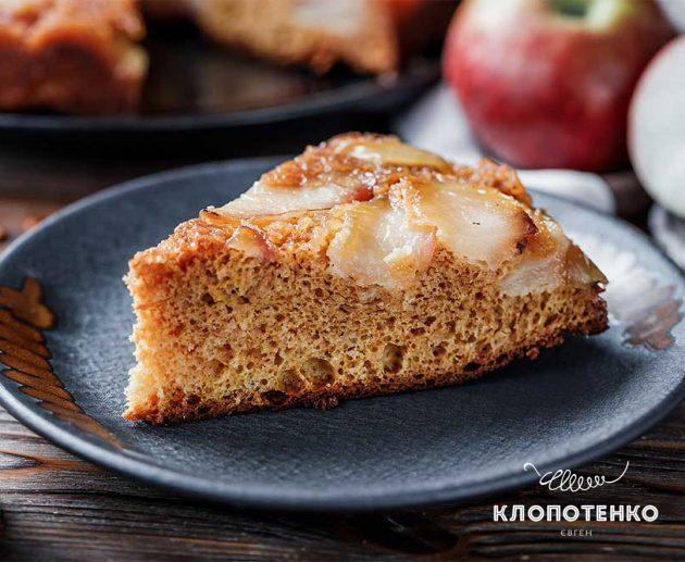 Яблучний пиріг зі згущеним молоком